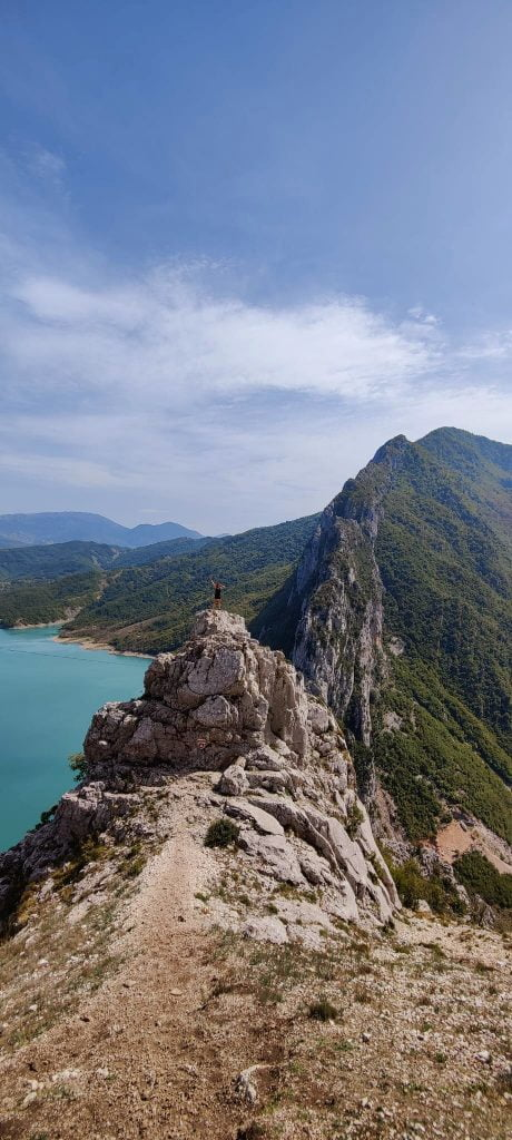 lake bovilla wandelen in albanie